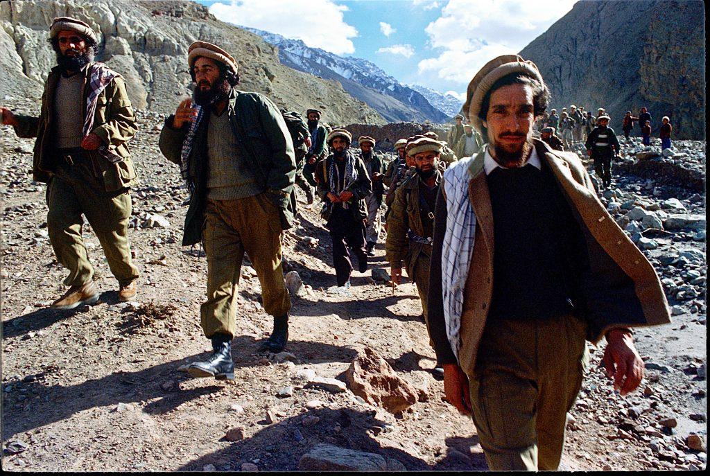 Ahmad Shah Massoiud in primo piano nella valle del Panjshir nel 1987 durante l'invasione sovietica
