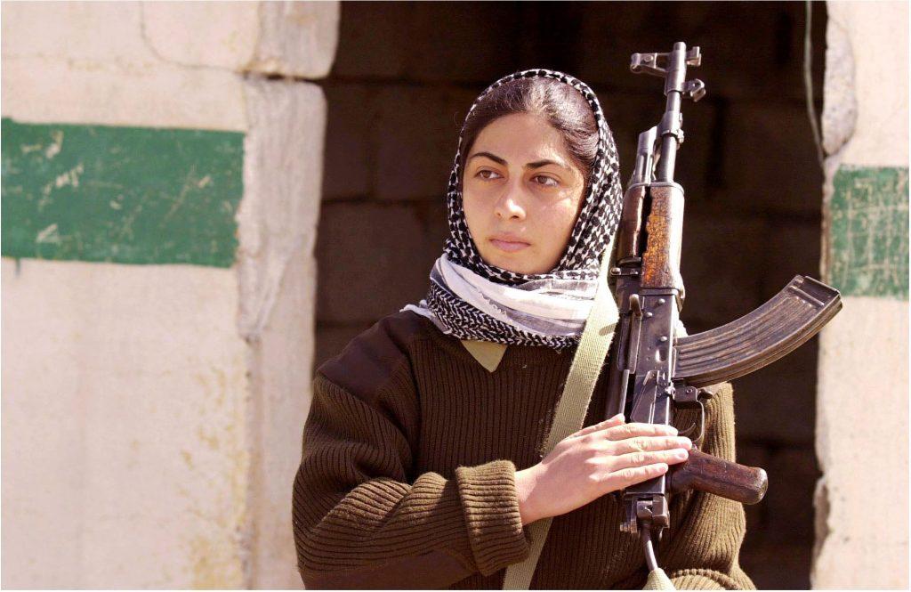 Una combattente curda (LaPresse)