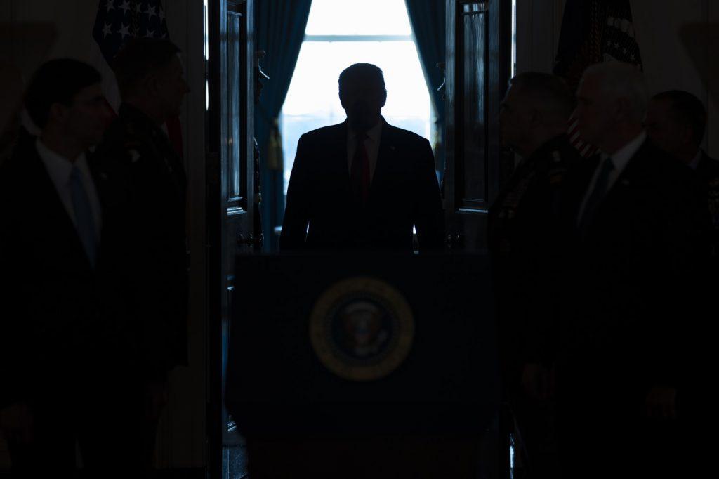 Donald Trump prima del suo discorso dell'8 gennaio 2020 sulla crisi tra Iran e Usa (LaPresse)