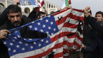 Le proteste contro gli Stati Uniti all'indomani dell'uccisione del generale Qassem Soleimani (LaPresse)