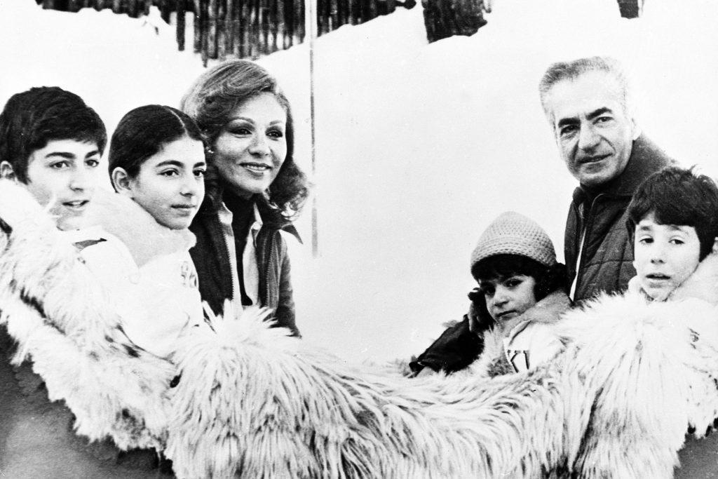 La famiglia dello shah Reza Pahlavi (LaPresse)