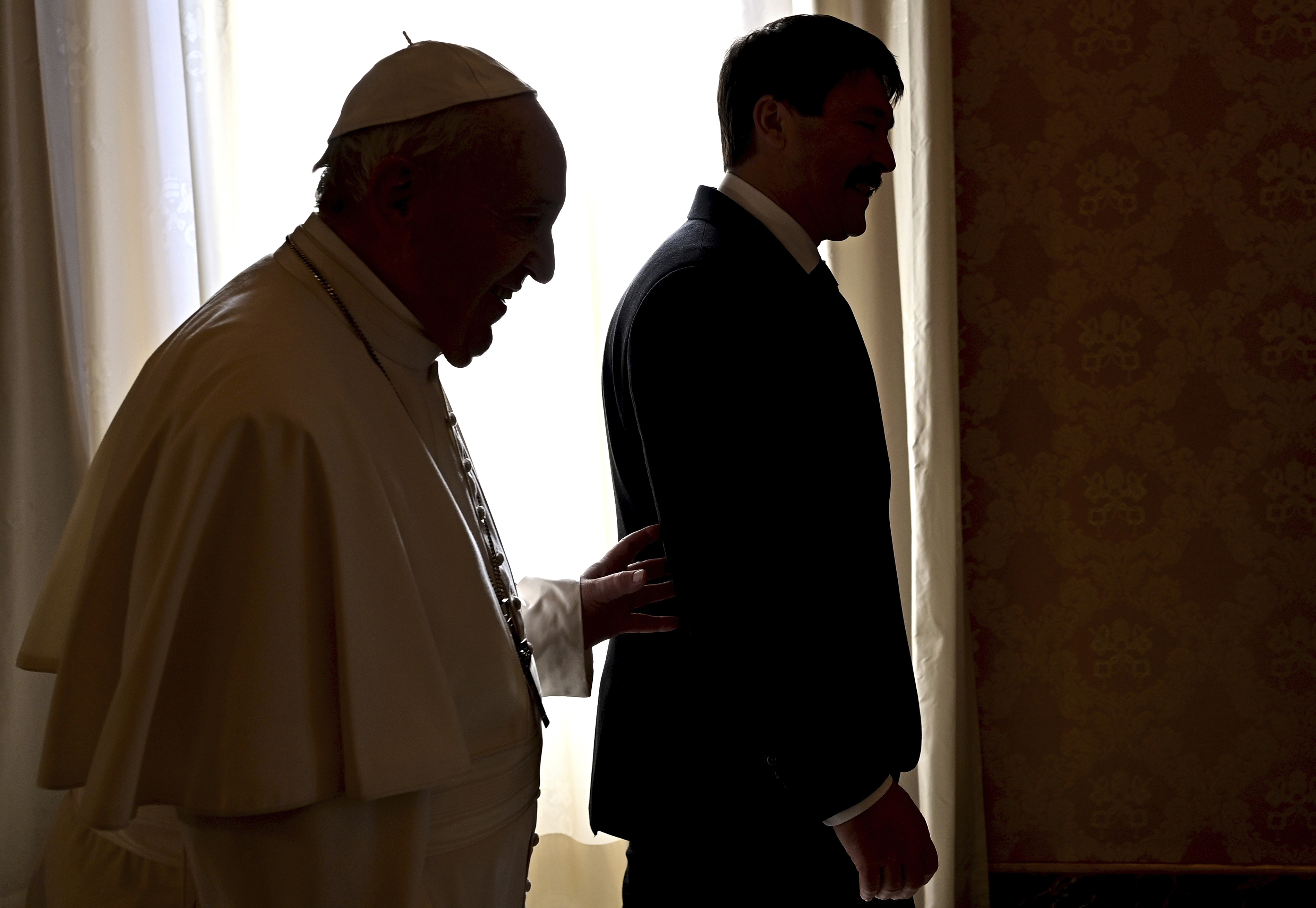 Papa Francesco riceve il presidente ungherese Janos Aderit (LaPresse)