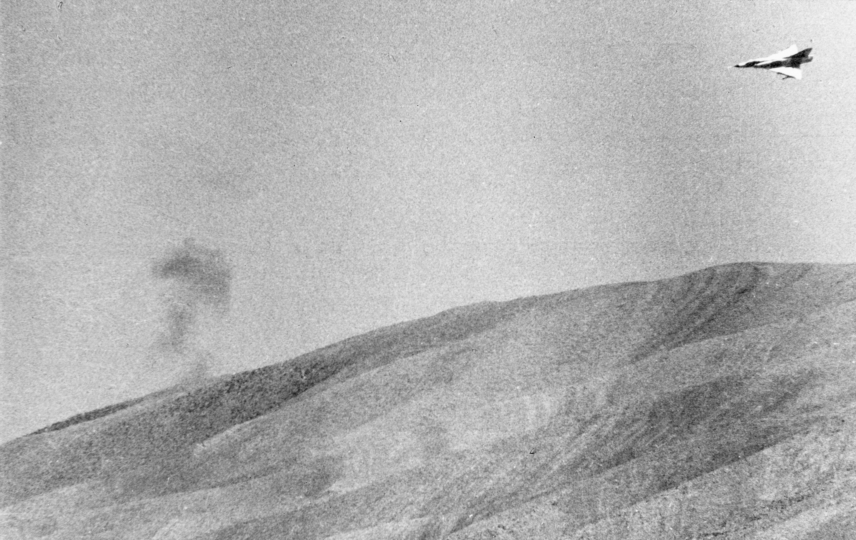 Un Mirage vola al confine tra Libano e Siria (LaPresse)