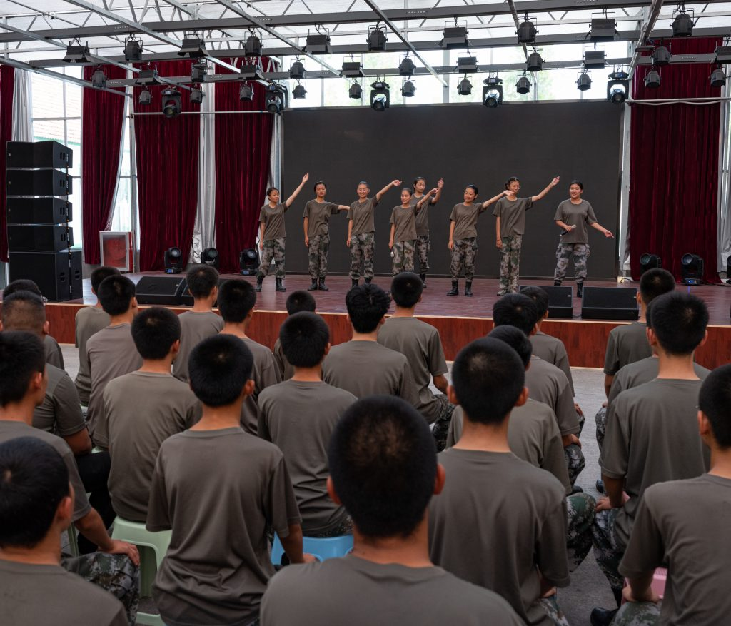A singing performance in the Weifang camp theatre
