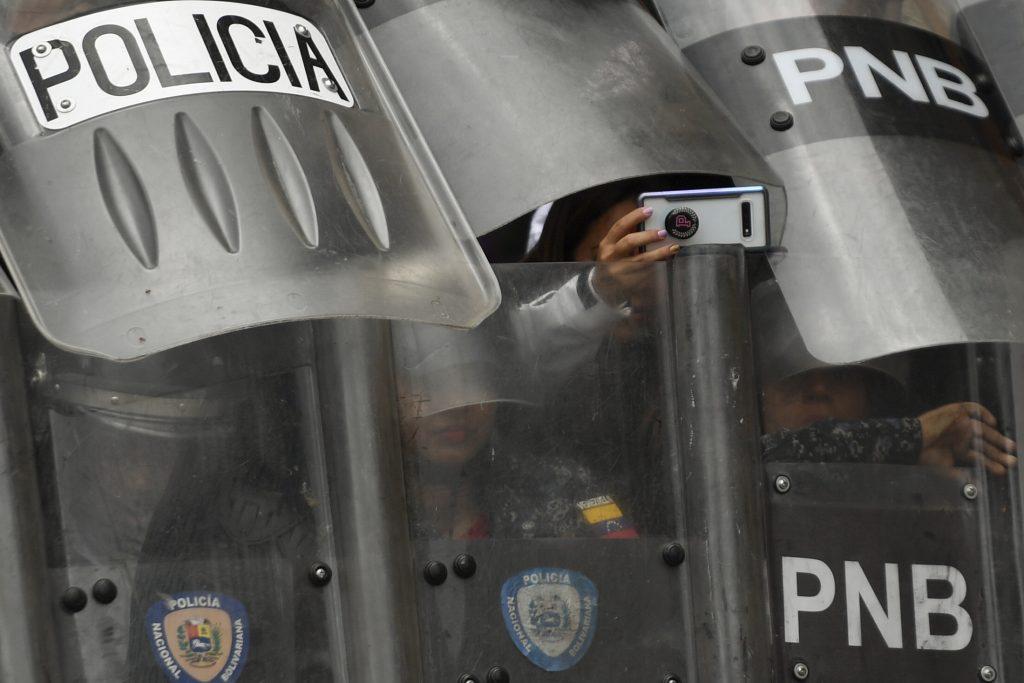 Venezuela, marcia dell'opposizione guidata da Juan GuaidóVenezuela, marcia dell'opposizione guidata da Juan Guaidò (LaPresse)