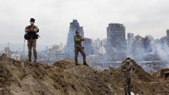 Libano, soldati sorvegliano le macerie al porto di Beirut