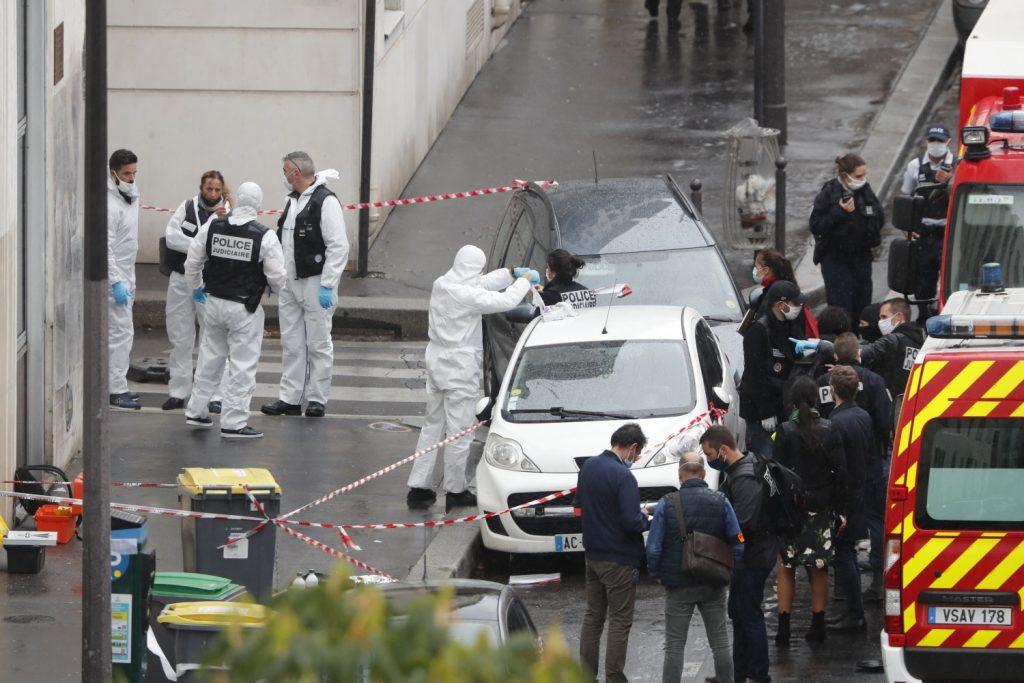 Attacco davanti alla ex sede di Charlie Hebdo (LaPresse)