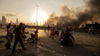 Libano, la disperazione di Beirut dopo la terribile esplosione (La Presse)