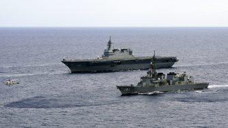 Marina giapponese, navi Izumo e JS Murasame (La Presse)